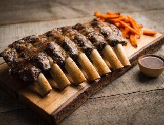 ¿Verano? ¿Calor? ¡¡Barbacoa!! Te sorprenderán nuestras sabrosas Costillas de Cerdo, suaves y deliciosas.